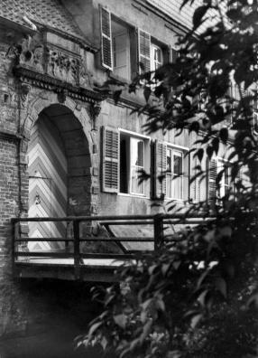 Burggrabenbrücke und Eingangstor