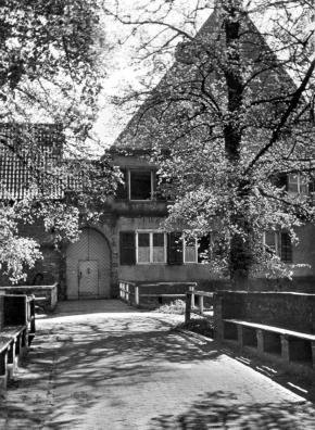 Brücken über die Burgräben und Eingangstor