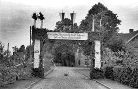 Gesellenbundesfest Juni 1952, Blickrichtung Süden, rechts Gaststätte und Lebensmittel Willenborg (Stüve), dahinter Wulf.