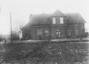 """-5- Wirtschaft und Kolonialwaren von J. Willenborg """"seit 1902"""", genannt """"Stüven Carl"""", später Gasthaus Kaiser an der Einmündung der Straße """"Alte Hörst"""""""