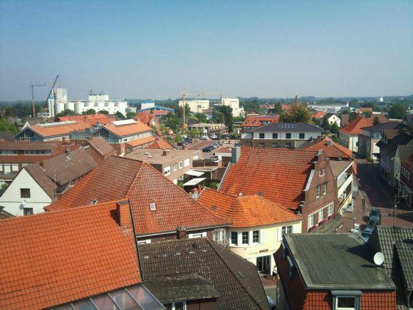 -114- Blick über die Dächer. in den Straßenzug Am Markt