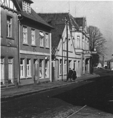 -24- Am Markt 9, die Häuser Schumacher und Diekmann, die Hausecke am linken Bildrand gehört noch zu Oer.