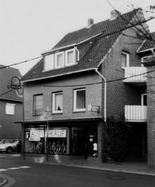 -88- Dies Haus markiert das Ende der Häusezeile Am Markt, Fahrradgeschäft K.-H. Arkenau