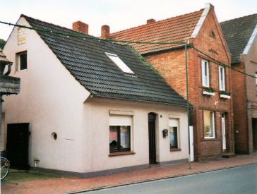-102- Häuser Arkenau (links) und Niemann, 2002