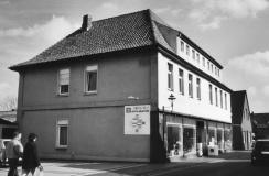-26- Heute befindet sich hier das Elektro-Geschäft von Bahlmann (Holdorf). Aufnahme 2008