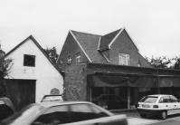 -17- 1961 wurde das Haus an Hermann Bahns verkauft, der hier ein Möbelgeschäft und eine Sattlerei eröffnete. 2004 wurde das Haus abgerissen.
