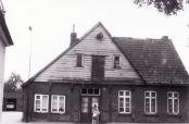 -110- Wo heute der Verlauf Drostestraße/Ostendorfstraße die Lange Straße durchschneidet, stand das alte Haus Gröne, später Schönhöft.