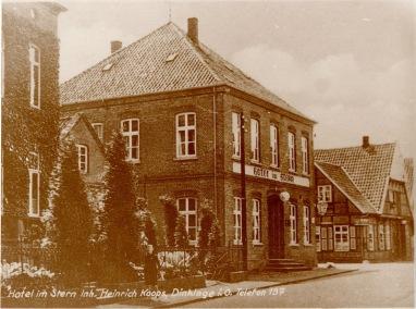 -1- Blick auf die Einmündung der Clemens-August Straße in die Lange Straße. Vorne links steht das Hotel im Stern.