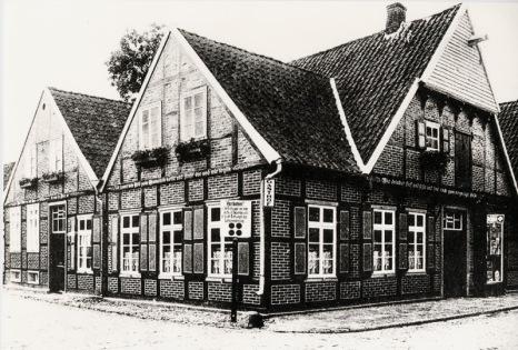 -4- Auf der anderen Seite der Einmündung: der ehemalige Gasthof Nietfeld (Flickers), heute steht an diesem Platz eine Spielothek.