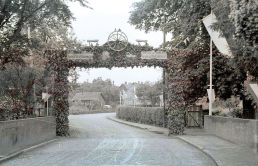 -15- Gesellenbundesfest Juni 1952, Brücke beim Krankenhaus, rechts Fußweg Kösters Gang.