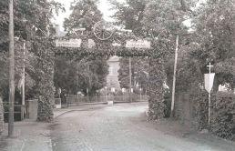 -14- Gesellenbundesfest Juni 1952, Brücke beim Krankenhaus, im Hintergrund das Krankenhaus, links Kösters Gang.