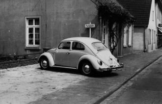 -21- das ca. 1980 abgerissen wurde, um einen Parkplatz für die Firma August Meyer zu schaffen.