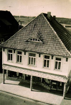 -156- Lebensmittelladen und Bäckerei Hönemann ca. 1960