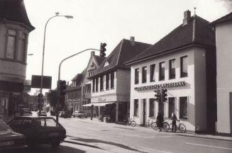 -154- die gleichen Häuser aus ähnlicher Perspektive, Kathmann & Beimohr bereits umgebaut