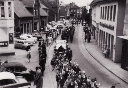 -148- Haus Hönemann, später OLB, am rechten Bildrand kann man noch die Hausecke Dünnebacke/Krapp erkennen