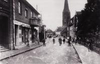 -188- links die Sattlerei und Polsterei von Georg Schewe an der Stelle des 1927 abgerissenen Hauses Koch