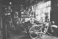 -80- Innenansicht der Fahrradwerkstatt