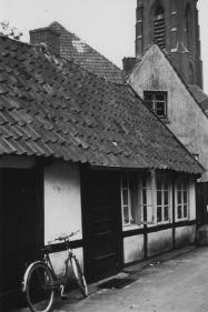 -79- Am Markt 29/27, A. Kamphaus mit einer Werkstatt für Fahrräder, Mopeds etc. Später war in diesem Haus die Milchbar und dann die Eisdiele der Familie De Martin