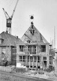 -165- Richtfest 03.07.1958, Kathmann und Beimohr, links Schlachter Bahlmann