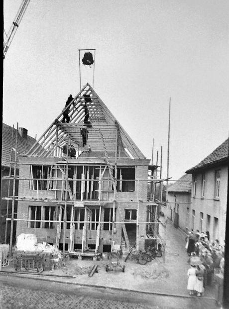 -164- Richtfest 03.07.1958, Kathmann und Beimohr, rechts Hönemann