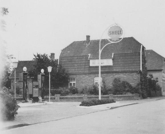 -40- 1925 verunglückte Herr Bunse auf der Fahrt von Dinklage nach Lohne. Er hinterließ 4 kleine Kinder: Ernst, Kurt, Fred und Ursula.