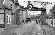 Gesellenbundesfest Juni 1952, links das Fachwerkhaus zwischen Schuhaus Niemann und Meyer Konerding, ist abgerissen, jetzt Parkplatz.