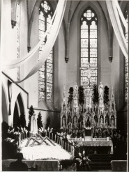 -28- Kircheninneres