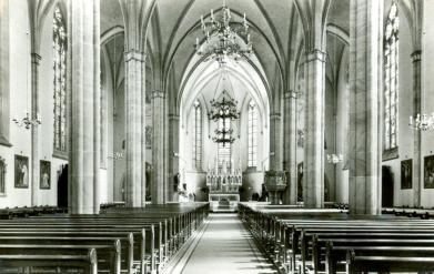 -27- Kircheninneres