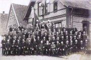 -69- Katholischer Gesellenverein vor dem Gesellenhaus, Aufnahme vor 1917