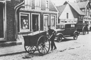"""-66- Am Markt """"Postzustellung um 1940"""""""