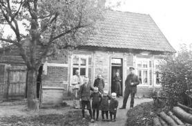 -57- Am Markt 8, das Haus der Familie H. Kröger an der Ecke zur Ovelgönne