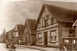 -68- Gesellenhaus 1913, eine Mehrzweckhalle, Turnen, Theater, Bälle befand sich im Hinterhof. Sie wurde abgerissen, das Kolpinghaus vergrößert und ein neuer Saal angebaut.