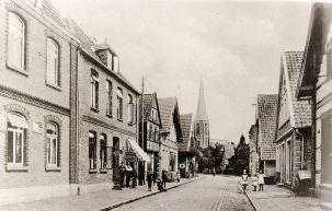 -212- linke Bildseite, links neben Ipi das Haus Lüske (Kemme) mit dem Friseursalon