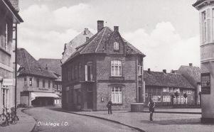 -9- Blickrichtung Osten - Fachwerkhaus Wittrock, links daneben Drogerie Gier, rechts am Rand Haus Schuhmacher
