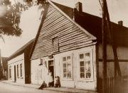-8- Burgstraße 4, Das Haus von Schuster Lünsmann war lange Jahre ein Mietshaus. Danach kaufte F. Heimann das Anwesen und eröffnete hier ein Ladengeschäft für Büroartikel. Franz Heimann war gleichzeitig Buchdrucker, sein Sohn Bernard übernahm dann später das Geschäft und errichtete einen Neubau. Im Jahre 1978 kaufte Bernard Heimann das Haus Wulf dazu und vergrößerte sein Anwesen.
