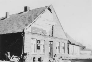 -46- Ernst Luers war Gastwirt. Nebenbei betrieb er eine Überdachte Kegelbahn. Herr Luers war auch Mitbegründer des Turnvereins TVD Dinklage.