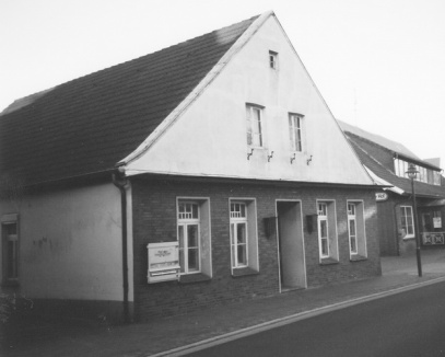 -48- Die Gaststätte wurde aufgegeben und schließlich abgerissen. Heute befindet sich hier ein Parkplatz des Rheinischen Hofes