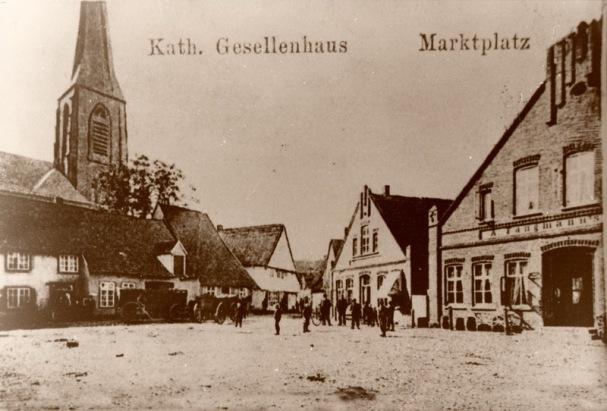 -7- Marktplatz mit den Häusern Weiss und Oldenburger Hof, früher Fangmann auf der rechten Bildseite