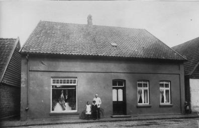 -6- Burgstraße 2, hier betrieb die Familie Mertz die Schlachterei H. Mertz. Aufnahme 1925/26