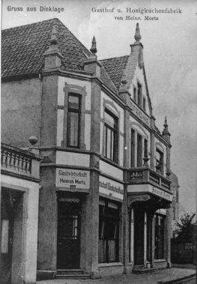 """-28- Der Gasthof """"Deutsches Haus"""" wurde von Heinrich Merz erbaut, 1928 von Meyer-Lamping erworben und in """"Deutsches Haus"""" umbenannt. Außerdem wurde hier lvon Merz laut Bildüberschrift eine Honigkuchenfabrik betrieben."""