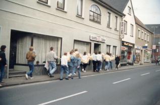 -63- Gaststätte Moritzer, Reinigung, Lüppis Kiosk, Miniladen, 80er