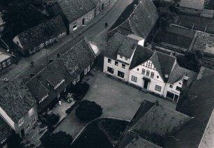 -7- Blick vom Turm, Tempel und Middendorf, links Bahlmann und Kamphaus