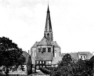 -13- Blick auf Rückseite der Häuserreihe am Kirchplatz und Kindergarten