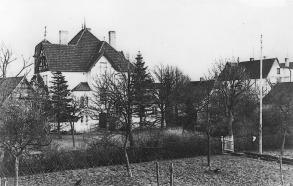 -34- Am Markt 1, das heutige Rathaus war die Villa von Dr. Fritz Meyer Rathmer. Blick über den heutigen Rathausplatz, etwa vom Standort der Firma kik-Moden.