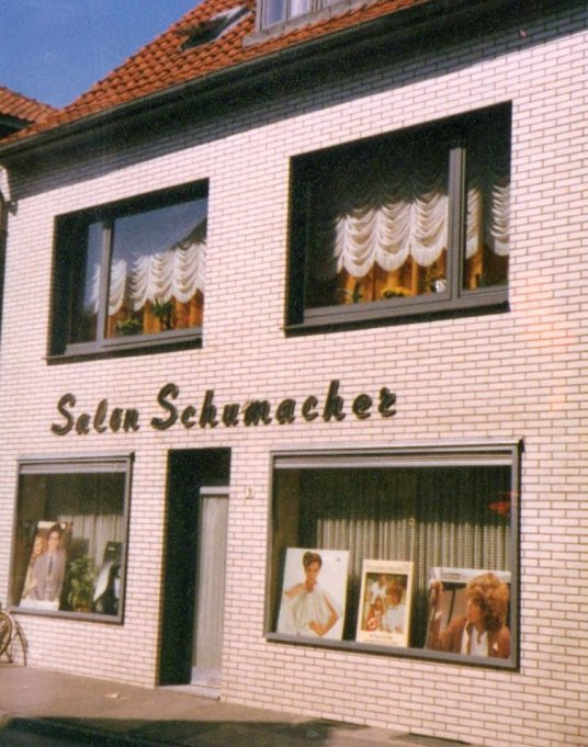 -24b- Salon Schumacher