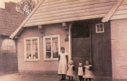 -113- Haus Schlaphorst 1911/1912, links noch das Haus Gröne erkennbar