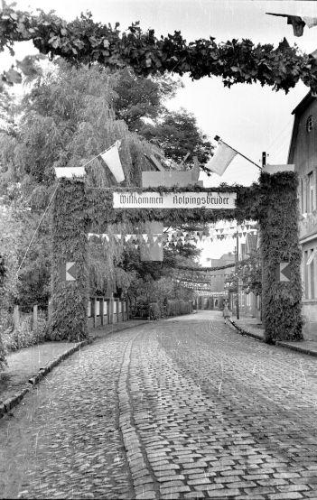 -116- Gesellenbundesfest Juni 1952, rechts Schlaphorst, im Hintergrund Schmied Fette