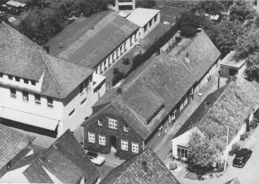 -27- Luftbild der Grundstücke von Meyer, Seeger und Albermann. Das Grundstück in der Mitte war das Erbteil des Schneidermeisters August Seeger.