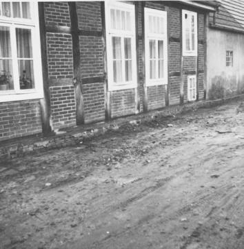 -29- August Seeger betrieb hier eine Schneiderei. Die andere Hälfte des Hauses bewohnte Bruder Heinrich.