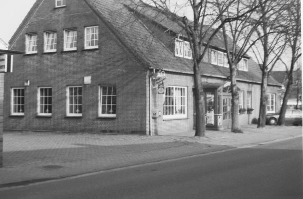 -52- Im Jahr 1974 übernahm Sohn Karl-Heinz, der heutige Senior das Geschäft.